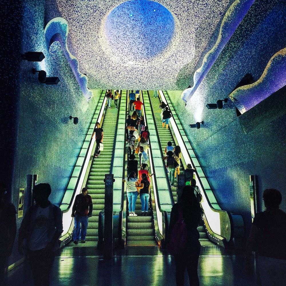 Non visitate Napoli, Stazione Toledo